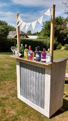 Garden Gin bar :) Gin Joint, Garden Bar, Garden Ideas, Bell Gardens, Outside Bars, Gin Bar, House Party, Diys, Projects To Try