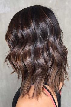 Trendy Hair Color : Chocolate brown hair looks very beautiful and 'tasty' as it reminds of t… Brown Hair Balayage, Balayage Brunette, Hair Color Balayage, Brunette Color, Chocolate Brown Hair Color, Brown Hair Colors, Hair Colours, Types Of Brown Hair, Chocolate Hair