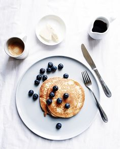 Breakfast photography, food photography styling, food styling, what' Breakfast Photography, Food Photography Tips, Food Flatlay, Good Morning Breakfast, Aesthetic Food, Food Presentation, Food Pictures, Food Styling, Food Inspiration