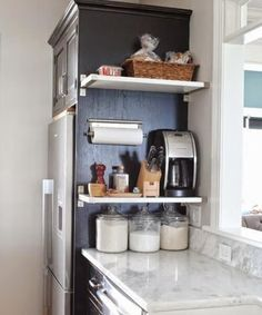 Small kitchen storage Here, floating shelves give kitchen accessories an easily reachable home. Get the tutorial at The Chronicles of Home Kitchen Ikea, Small Apartment Kitchen, Kitchen Shelves, Smart Kitchen, Kitchen Small, Apartment Living, Kitchen Cabinets, Kitchen Countertops, Kitchen Pantry