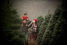 Top 16 Family Christmas Pictures – Creative New Year Eve Image Photography Idea - Bored Fast Food Winter Family Photos, Xmas Photos, Xmas Pictures, Family Christmas Pictures, Farm Pictures, Family Pictures, Xmas Family Photo Ideas, Christmas Photo Shoot, Xmas Pics