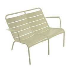 We are the partner for Fermob in New Zealand. Discover the Fermob Luxembourg Low Armchair Duo here. Visit the NZ Fermob experts! Outdoor Fun, Outdoor Chairs, Outdoor Furniture, Outdoor Decor, Extruded Aluminum, Aluminium, Outdoor Settings, Contemporary Design, Outdoor Living