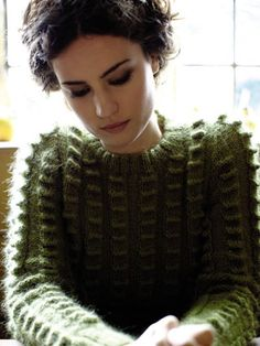 this is such a cool green sweater! i wish i knew how to make this!