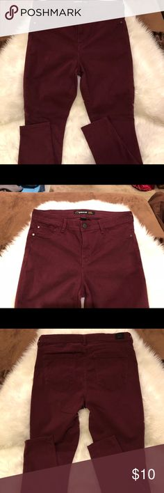 """Jordache Jeans NWOT. Pretty wine colored super skinny jeans, 74% cotton, 23% rayon, 3% Lycra spandex, waist 30"""", front rise 10"""", inseam 29"""", ankle opening 5"""". Jordache Jeans Skinny"""