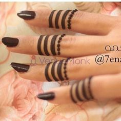 Simple Mehndi Designs Fingers, Finger Mehendi Designs, Henna Designs Feet, Henna Tattoo Designs Simple, Back Hand Mehndi Designs, Modern Mehndi Designs, Mehndi Designs For Beginners, Mehndi Design Photos, Beautiful Henna Designs