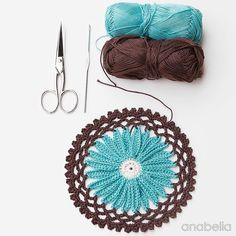 In my work table this week  #crochet #daisymotif #anabeliacraftdesign #crochetdoily #crocheting #crochetersofinstagram #instacrochet #crochetmotif #haken #hekle #häkeln #tejer #tejermola #tejeresmisuperpoder #ganchillo #happycrochet #crochetflower by anabeliacraftdesign