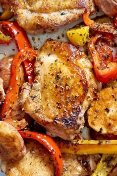 Recipe: Sheet Pan Chicken Souvlaki This Greek-inspired sheet pan chicken souvlaki is the ideal weeknight dinner or meal because it is quick, easy and nutritious. Whole 30 Recipes, Greek Recipes, Fall Recipes, Dinner Recipes, Comida Keto, Recipe Sheets, Sheet Pan Suppers, Cooking Recipes, Healthy Recipes