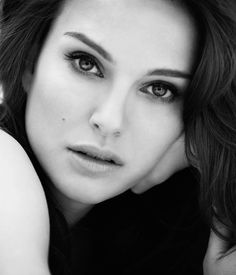 "Natalie Portman 	June 9, 1981, 3:42 PM in:	Jerusalem (Israel) Sun: 	18°37' Gemini	AS: 	11°19' Scorpio Moon:	19°39' Virgo	MC: 	16°08' Léo Dominants: 	Libra, Gemini, Scorpio Pluto, Saturn, Mercury Houses 8, 11, 12 / Air, Water / Cardinal Chinese Astrology: 	Metal Rooster Numerology: 	Birthpath 7 Height: 	Natalie Portman is 5' 3"" (1m60) tall"