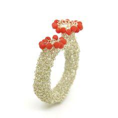 Friends of Carlotta, Galerie für Schmuck, Zürich Wire Crochet, Wire Rings, Wire Art, Wearable Art, Jewelry Art, Crochet Jewellery, Objects, Jewels, Contemporary