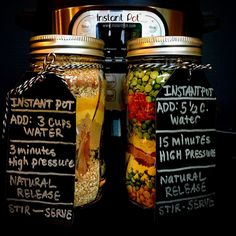 INSTANT POT MEAL KITS in a mason jar to give alongside a new INSTANT POT! makes a perfect homemade diy gift for a loved one, friend or family. this includes a pumpkin breakfast oatmeal and split pea soup. just add water vegetarian recipes Instant Pot Pressure Cooker, Pressure Cooker Recipes, Pressure Cooking, Pressure Pot, Slow Cooking, Mason Jar Meals, Meals In A Jar, Mason Jars, Soup In A Jar