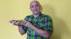 Hoy cocina #TioPommy Cangreburguers de pollo...  Segui leyendo:  http://www.ronniearias.com/mi-cocina/cangreburgers-de-pollo_13322.html