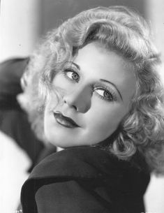 Ginger Rogers - one of Hollywood's great actresses and dancers. Paired with Fred Astaire ,they were the dynamic duo of the dance floor. Old Hollywood Glamour, Golden Age Of Hollywood, Vintage Hollywood, Hollywood Stars, Classic Hollywood, Hollywood Images, Hollywood Icons, Ginger Rogers, Divas