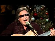 ▶ Jose Feliciano & Daryl Hall - Fire And Rain - Live From Daryl's House - YouTube (James Taylor cover)