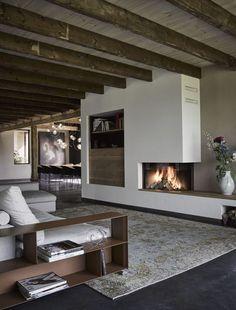 Farmhouse with vintage rug, styled by Jeroen van Zwetselaar.  Boerderij met een vintage vloerkleed gestyled door Jeroen van Zwetselaar.