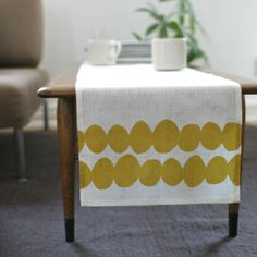 Printed table runner (I have a whole book on this and want some for my place too!!)