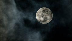月面で地球外文明の遺跡が見つかる