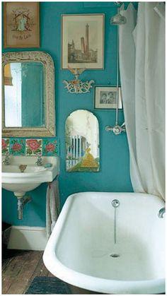 Such a cute vintage bathroom.. I want this tub