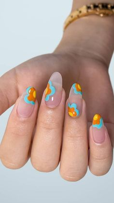 Nail art by @nail.art.by.tea   Recreate this nail art using Kiara Sky products: Egyptian Goddess, Gimme A Beat, and Sunny Daze   Tap the photo for more nail art trends! Edgy Nails, Funky Nails, Stylish Nails, Cute Nails, Pretty Nails, Hard Nails, How To Do Nails, Flower Nail Art, Diy Manicure
