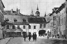 From Wikiwand: Szeroki Dunaj przed 1939, widoczna kamieniczka nr 12, które nie została odbudowana po wojnie