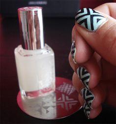 Essie Mint Candy Apple et stamping Gals