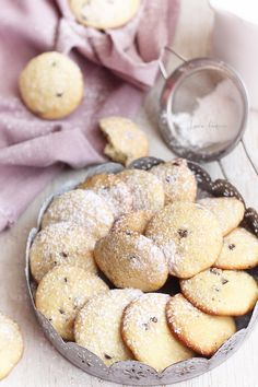 Biscuiti cu banane | Retete culinare Laura Adamache Romanian Desserts, Romanian Food, Baby Food Recipes, Baking Recipes, Cookie Recipes, Good Food, Yummy Food, Homemade Biscuits, Dessert Drinks