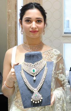 Tamannaah Stills In White Saree Inaugurates Jewellery New Girl Style, Real Diamond Necklace, Diamond Jewellery, Saree Jewellery, White Saree, Elegant Saree, Most Beautiful Indian Actress, Half Saree, Indian Attire