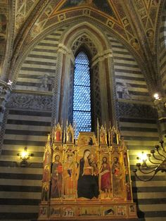 Siena (Italia) - Battistero di San Giovanni - parete con polittico di Andrea Vanni e Giovanni di Paolo