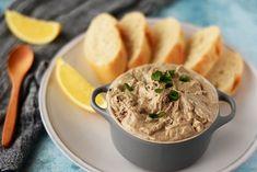 Crema de sardine cu branza si rosii uscate Fine Dining, Hummus, Chips, Pasta, Ethnic Recipes, Food, Restaurant, Sardinia, Salads