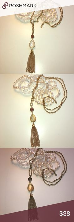 Lucky brand reversible tassel lariat necklace New✨ New with tags's lucky brand reversible tassel necklace switch from opal colored stone or yellow citrine like colored stone for a fun reversible new look beautiful along sturdy chain with gold beads ! necklace is 19 inches long. Around the neck chain is 29 inches long with 2 inch extender. New with tags in perfect condition. 📫One day shipping🛍 bundle for 10% off 🎁new free gift with purchase🎁 Lucky Brand Jewelry Necklaces