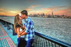 dramatic photo of couple kissing with nyc skyline in background. Re creating this in Seattle