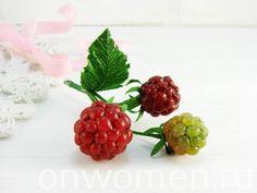 Ягоды из термо-клея и гофрированной бумаги Diy Flowers, Paper Flowers, Chiffon, Diy Décoration, Master Class, Decoration, Raspberry, Berries, Projects To Try