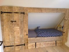 Attic Bedroom Small, Attic Bedroom Designs, Upstairs Bedroom, Attic Spaces, Kids Bedroom, Bedroom Decor, Barn Loft Apartment, Barn Bedrooms, Bed Nook