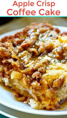 Apple Crisp Coffee Cake {Easy Dessert Recipe with Granny Smith Apples} Two classic desserts. Apple Crisp Coffee Cake is stuffed with apples, topped with a brown sugar pecan streusel and an apple cider syrup. Köstliche Desserts, Delicious Desserts, Yummy Food, Desserts With Apples, Easy Apple Desserts, Autumn Desserts, Delicious Breakfast Recipes, Brunch Recipes, Apple Cake Recipes