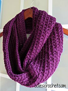 Easy Ribbed Infinity Scarf - Free crochet pattern by Nicole Bencker. Chunky yarn.