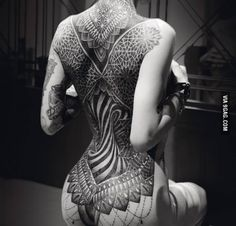 The symmetry in this gorgeous tattoo
