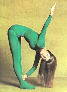 Lyn Marshall introduced Yoga in an easy-to-follow fashion to many in the 1970's. Through her books, LP records and TV shows she brought yoga to a wider audience (vintage yoga) ..... #yogahistory #vintageyoga #1970s #yoga #yogaworld #yogaliving