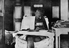 Mahatma Gandhi eating at his home, whilst living in seclusion after his release from prison by the British authorities. (Photo by Topical Press Agency/Getty Images)