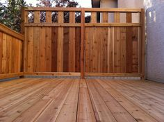 Do you want to have a private deck inside your house? or maybe you want to make your own deck on your home page for your use as a place to relax in the morning. Then you can find the inspiration of… Hot Tub Privacy, Privacy Fence Deck, Deck Railing Ideas For Privacy, Decks With Privacy Walls, Garden Privacy, Backyard Privacy, Cool Deck, Diy Deck, Railing Design
