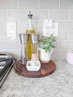 Kitchen Countertop Decor, Kitchen Tray, Diy Kitchen Decor, Farmhouse Kitchen Decor, Kitchen Ideas, Kitchen Counter Decorations, Kitchen Cabinets, Decorating Ideas For Kitchen, Kitchen Fixtures