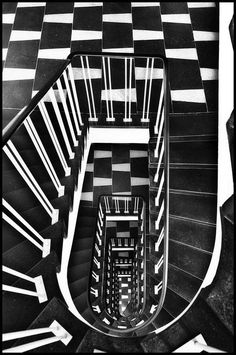 Staircase from Paul Schwebes @ Hardenberg Haus @ Berlin Black N White, Black White Photos, Black And White Photography, Op Art, House 2, Architecture Design, Take The Stairs, Stairway To Heaven, Monochrom