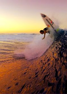 Surfing holidays is a surfing vlog with instructional surf videos, fails and big waves Big Waves, Ocean Waves, Ocean Beach, Soul Surfer, Surf City, Surf Style, Surfs Up, Summer Dream, Bali Travel