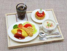 Almuerzo Adjustment [tortilla]. LAS MEDIDAS DE LA BANDEJA SON 2.7 X 3.5 CM LINDAS!!!