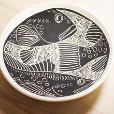 Laurie Landry Sgraffito fish bowl 2015 click now for info. Ceramic Decor, Ceramic Clay, Ceramic Plates, Ceramic Design, Pottery Bowls, Ceramic Pottery, Pottery Art, Ceramic Techniques, Pottery Techniques