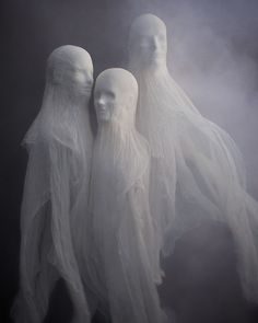 How to make cheesecloth spirits for Halloween. Cool!