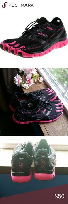 NWOB Pink & Black Fila Skeletoes!! NWOB pink & black Fila Skeletoes!! Bungee lace for custom fit with added lacelock feature. Size 8. Fila Shoes Sneakers