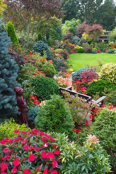 Early Autumn Back Yard Garden, I would love for this to be my back yard!