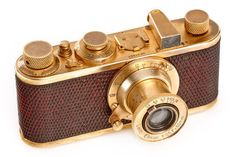 Leica I Mod. C Luxus The one and only I Mod. C 'Luxus' in 100% original and fine condition. The camera with gold plated metal parts and lizard skin body was never restored and has the typical and original patina. Only 95 'Luxus' cameras were produced from 1929 to 1931. Year: 1930 Serial no.: 37257 Opening Bid: 90,000 EUR Estimate: 150,000 - 200,000 EUR Antique Cameras, Vintage Cameras, Leica Camera, Camera Lens, Nikon D700, Retro Camera, Popular Photography, Movie Camera, Time Photo