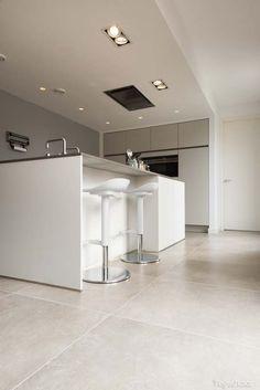 - home. Large Floor Tiles, Modern Floor Tiles, Küchen Design, Floor Design, House Design, Kitchen Cabinet Design, Interior Design Kitchen, Interior Ideas, Living Room Flooring