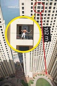 what do u think bravery N stupidity....  Autres photos de Funny Pictures & Videos