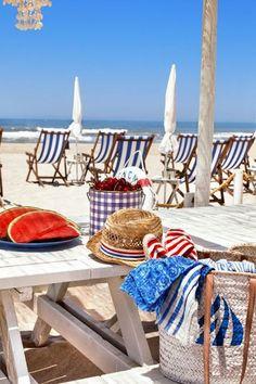 The Quebramar Beach share moments
